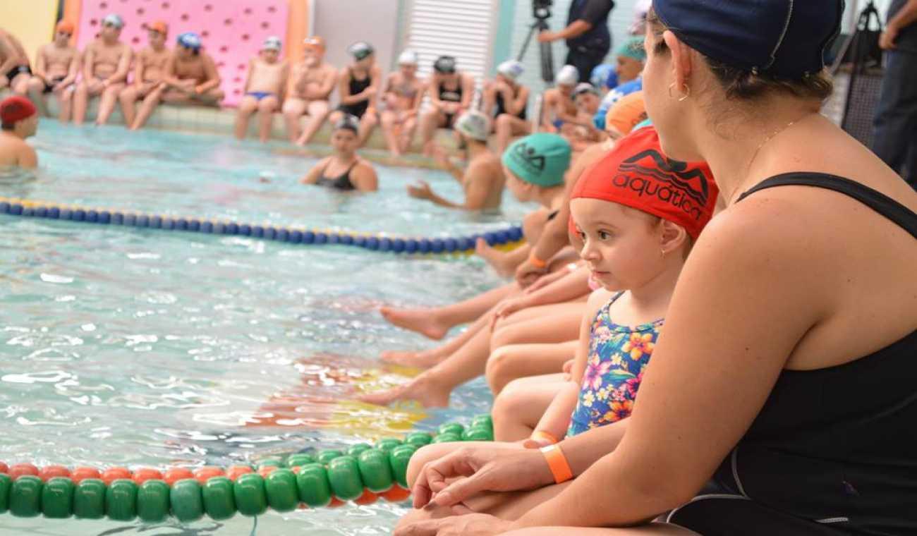 Aquática terá alunos na maior aula de natação do mundo